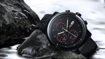 امیزفیت ساعت هوشمند ۲۰۰ دلاری استراتوس را عرضه کرد